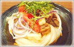 讃岐うどんのひんやりレシピ カマンベールチーズの天ぷらと鶏の素揚げのぶっかけ