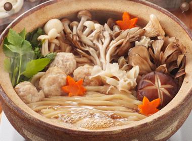 讃岐うどんの亀城庵公認レシピ きのこ鍋うどん
