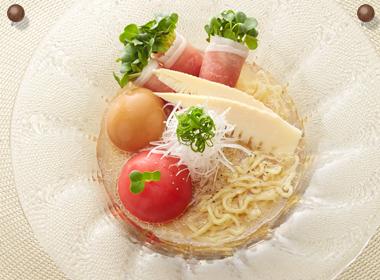 生ハムとトマトの冷製塩ラーメン