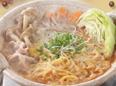 讃岐うどんの亀城庵公認レシピ 白菜と豚こま炒めのラーメン