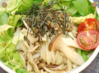 讃岐うどんの亀城庵公認レシピ きのこサラダうどん