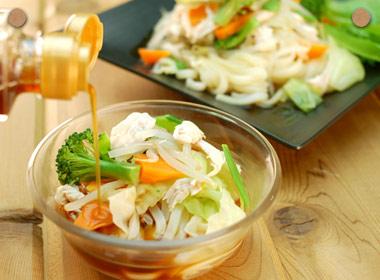 讃岐うどんの亀城庵公認レシピ 温野菜とささみのヘルシーサラダうどん