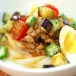 讃岐うどんの亀城庵公認レシピ なすのごま肉味噌サラダうどん