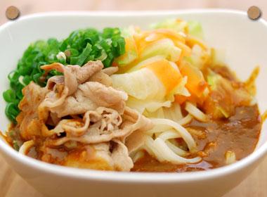 炒め豚肉と野菜の味噌ぶっかけうどん