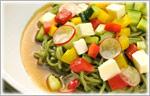 カラフル野菜とチーズのラーメンサラダ