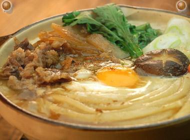 讃岐うどんの亀城庵公認レシピ 牛肉鍋焼きうどん