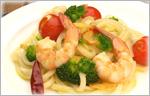 みじかくても讃岐うどんレシピ 海老とブロッコリーとミニトマトのペペロンチーノ
