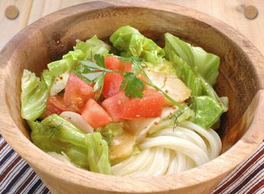 讃岐うどんの亀城庵公認レシピ ほたてと茹でキャベツのサラダうどん
