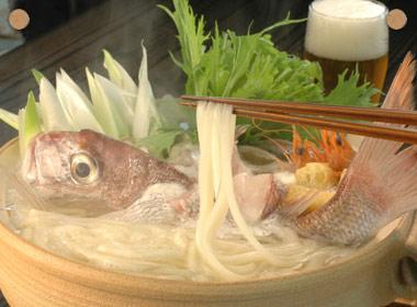 讃岐うどんの亀城庵公認レシピ 鯛を使った贅沢海鮮寄せ鍋
